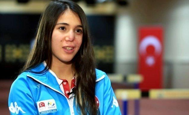 BAKAN KASAPOĞLU'NDAN İLKE ÖZYÜKSEL'E TEBRİK